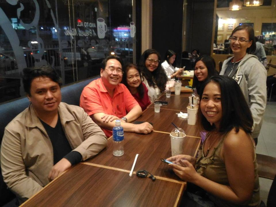 My blogger friends and I with Atty. Rufus B. Rodriguez and his family