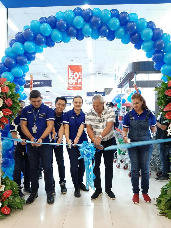 HMR CEO Sharlene Carman-Powell, together with Mayor Oscar S. Moreno and some HMR executives, cut the ribbon to formally open HMR Trading Haus CDO.