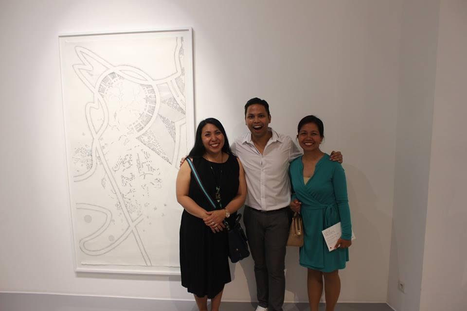 Louie with special guests Philippine Embassy in Paris First Secretary and Consul Ms. Christina Gracia Rola McKernan and Ms. Emmylou Felimer, Third Secretary and Consul of the Philippine Embassy in Paris.