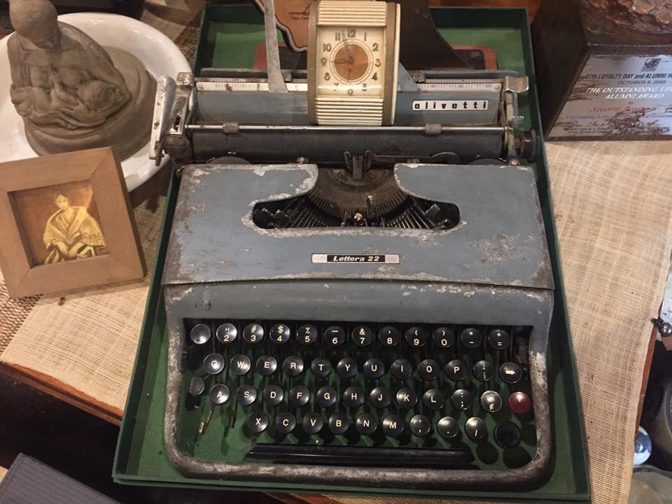 Kampo Juan: An old typewriter